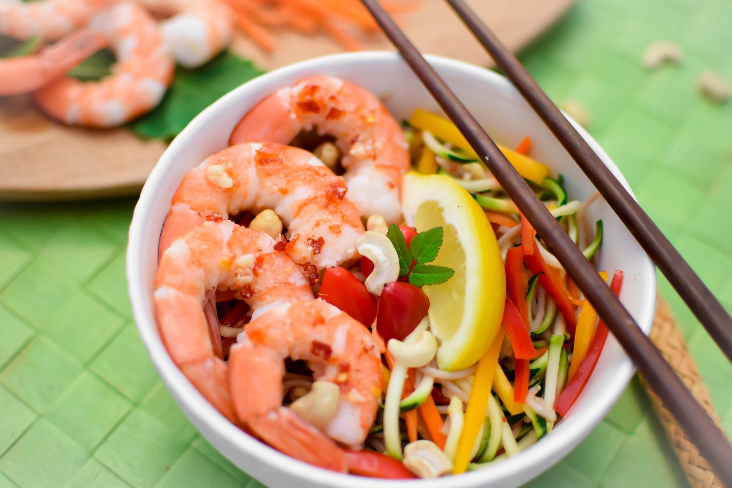 Spicy Thai Shrimp Bowl | A quick and easy meal that is packed with lean protein, veggies, and is naturally gluten-free! Enjoy! | @EmKyleNutrition