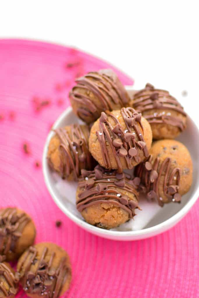Vegan Chocolate Chip Cookie Dough Bites | 100% Plant-based, no-bake, easy to make edible cookie dough bites the whole family will love! | @EmKyleNutrition